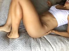 Hermosa chica se masturba...