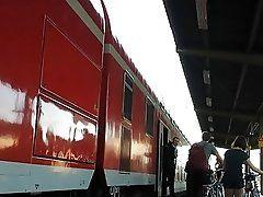 BO CUL TRAIN